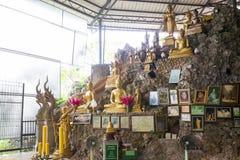 Buddha statua na rockowym wzgórzu Zdjęcie Royalty Free