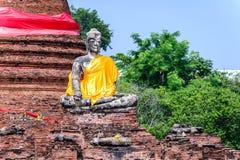 Buddha statua przy Wata Worachetha baranu starą świątynią w Ayutthaya historycznym parku, Tajlandia Zdjęcie Stock