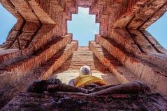 Buddha statua przy Watem Prasat Nakorn Luang, Amphoe Nakorn Luang, Phra Nakorn Si Ayutthaya, Tajlandia Obraz Royalty Free
