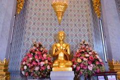 Buddha statua przy Watem Traimitr Withayaram, podróż punkt zwrotny Fotografia Stock