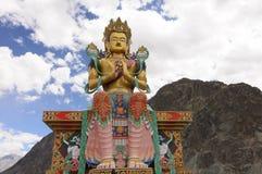 Buddha statua przy wejściem Diskit monaster jest wartym odwiedzać fotografia stock