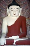 Buddha statua wśrodku antycznej pagody w Bagan królestwie, Myanmar Obrazy Stock