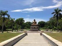 Buddha statua w Viharamahadevi parku Kolombo Zdjęcia Royalty Free