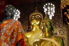 Buddha statua: Wiara w religii zdjęcie royalty free
