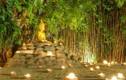 Buddha statua Wokoło Candel światła zdjęcie royalty free