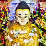 Buddha statua z pieniądze ofiarami przy górą Pop, Myanmar zdjęcia royalty free