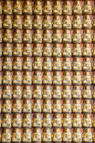 Buddha-Statue auf der Wand stockbild