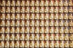 Buddha-Statue auf der Wand stockfoto