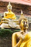 Buddha-Statue auf der Wand des thailändischen Tempels Stockfoto