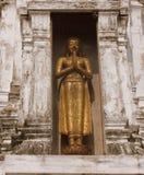 Buddha-Statue auf einer Pagode Stockfotografie