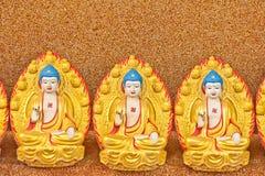Buddha-Statue auf einer Wand stockbilder