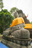 Buddha-Statue bei Tempel mit 500 dem goldenen Pagoden, Thailand Stockfotos