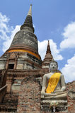 Buddha-Statue bei Wat Yai Chai Mongkol in Ayutthaya stockfotografie