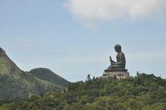 Buddha-Statue-Berg weit Stockfotografie