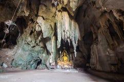 Buddha-Statue in der Höhle Lizenzfreie Stockfotos