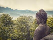 Buddha-Statue in der Natur Stockbilder