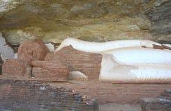 Buddha-Statue an der Spitze des Pidurangala-Felsens, Sigiriya Stockbild