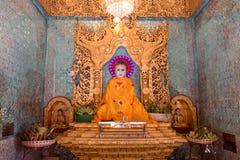 Buddha-Statue in einem schönen Tempel Stockfotografie