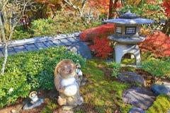 Buddha-Statue in einem Zengarten von Adashino Nenbutsu-ji Lizenzfreie Stockbilder
