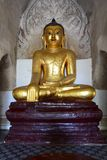 Buddha-Statue in Gawdawpalin-Tempel Bagan myanmar Stockfotos