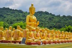 Buddha-Statue, Geschichte von Magha Puja Day am Buddhistgedenkpark Makha Bucha lizenzfreie stockfotos