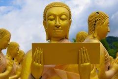 Buddha-Statue, Geschichte von Magha Puja Day am Buddhistgedenkpark Makha Bucha stockfotos