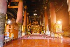 Buddha-Statue Goldskulptur des öffentlichen Orts der Buddha-Statue, an Wat Ratchaburana-Tempel im phitsanulok, Thailand Lizenzfreie Stockfotografie