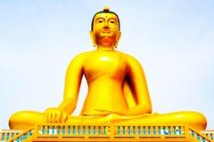 Buddha-Statue, große goldene Buddha-Statue in Thailand Stockfotografie