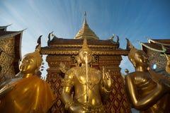 Buddha-Statue im Freien von Wat Phra That Doi Suthep in Chiangmai, Thailand Stockfoto