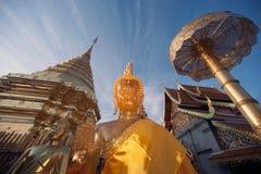 Buddha-Statue im Freien von Wat Phra That Doi Suthep in Chiangmai, Thailand Stockfotografie