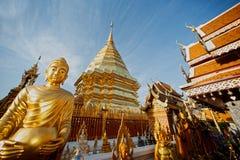 Buddha-Statue im Freien von Wat Phra That Doi Suthep in Chiangmai, Thailand Stockbilder