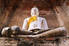 Buddha-Statue im Schloss-Kapital stockbilder