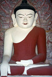 Buddha-Statue innerhalb der alten Pagode in Bagan Kingdom, Myanmar Stockbilder