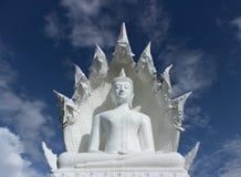 Buddha-Statue mit bluesky Stockbild