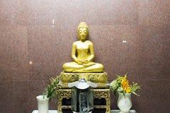 Buddha-Statue nachts in Lopburi stockfotografie