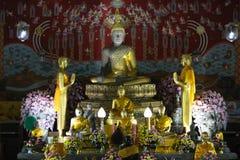 Buddha-Statue am Tempel lizenzfreie stockbilder