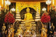 Buddha-Statue am Tempel stockbilder