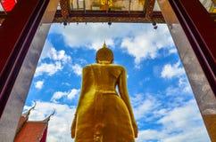 Buddha-Statue an Thailand-Tempel stockbild