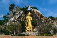 Buddha-Statue und -berg stockbild