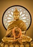 Buddha-Statue und Rad des Lebens stockbilder