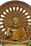 Buddha-Statue und Rad des Lebens Stockbild