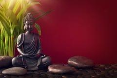 Buddha-Statue und Steine lizenzfreies stockfoto