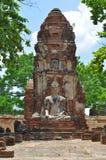 Buddha-Statue und -stupa bei Wat Maha That in Ayutthaya stockfoto