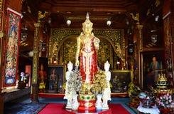 Buddha-Statue von Wat Ming Mueang in Chiang Rai, Thailand Stockbilder