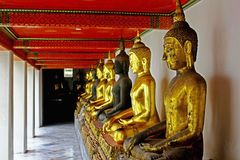 Buddha-Statuen im Tempel von Bangkok Lizenzfreie Stockfotos