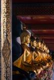 Buddha-Statuen innerhalb des Tempels von Wat Pho Bangkok Thailand lizenzfreie stockfotos