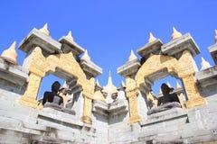 Buddha-Statuen in PA Kung Temple bei Roi Et von Thailand Es gibt einen Platz für Meditation lizenzfreie stockfotografie