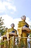 Buddha-Statuen sind die runden Almosen Lizenzfreie Stockbilder