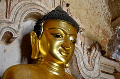 Buddha-Statuenbild an Htilominlo-Tempel in Bagan Stockfotografie