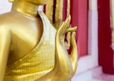 Buddha-Statuenstellung verfasst Lizenzfreies Stockfoto